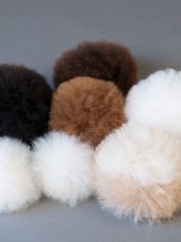 pompons de fourrure / fur-trimmed pompoms