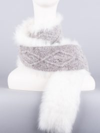 foulard tricot-fourrure / fur-trimmed knitted scarf