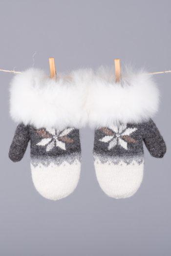 mitaines réversibles ornés de fourrure / fur-trimmed reversible mittens